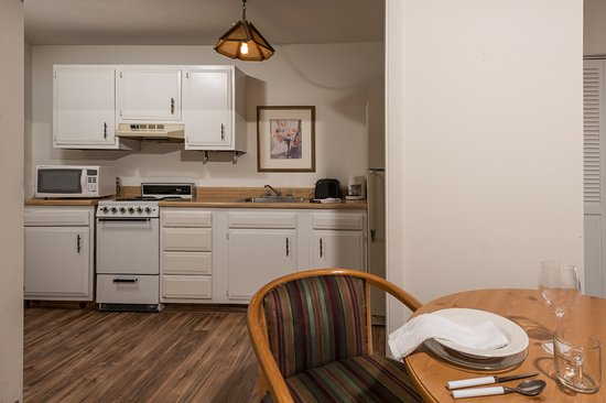 Wolfeboro, NH: Kitchens in the Room