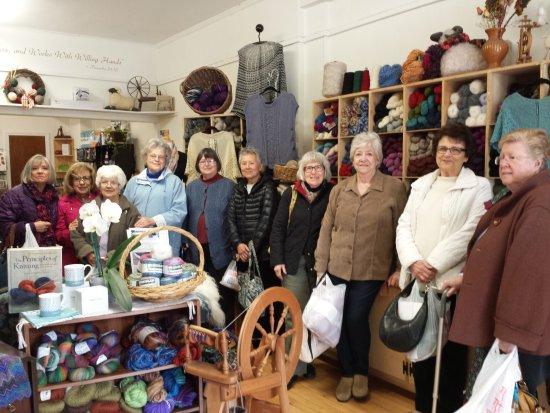 Torrington, CT: Knitters love field trips!