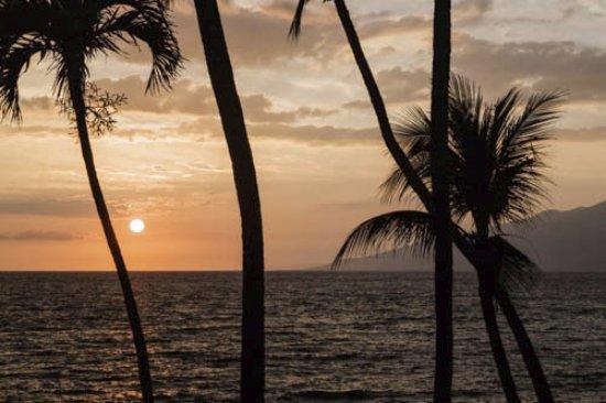 Napili Kai Beach Resort: Great western sunsets