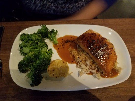 Port Saint Lucie, Φλόριντα: Salmon with sides