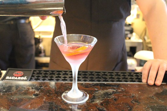 Oro Valley, AZ: Our bar staff is ready to make your favorite cocktail