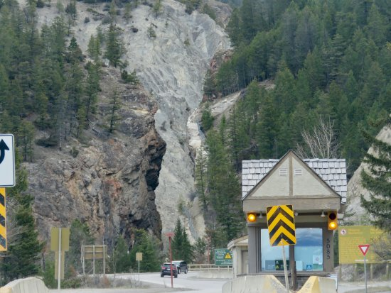Kootenay National Park, Canada: The best access for pedestrians is on the other side of the canyon