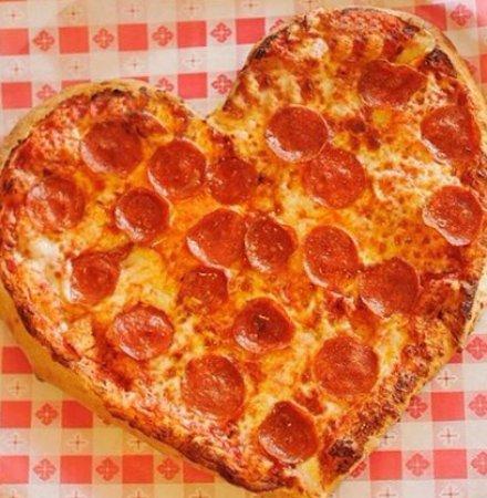 Charlotte, MI: Riedy's Pizza