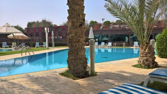 One to One Hotel - The Village: Poolbereich entspannend und sehr schön