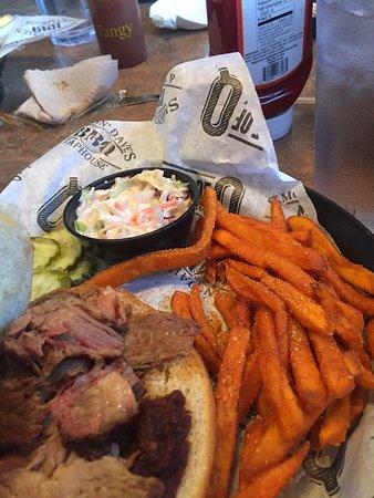 Smokin' Dave's BBQ & Tap House: photo1.jpg