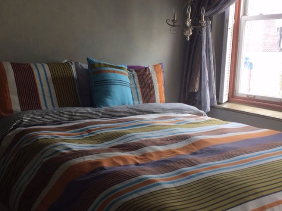 Couette et Café 253 : Sun filled bedroom (on an overcast day)!