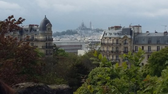 vue sur montmartre picture of parc des buttes chaumont paris tripadvisor. Black Bedroom Furniture Sets. Home Design Ideas