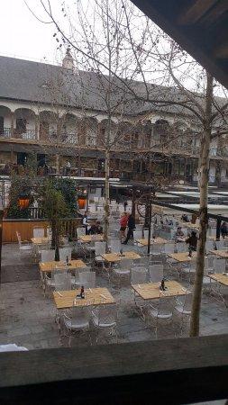 Manuc's Inn (Hanul lui Manuc): The restaurant has an outdoor dining place.