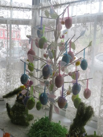 Lindsborg, KS: Easter decor in the breakfast room