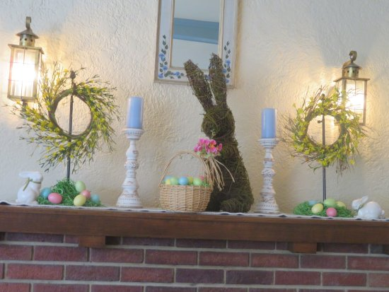Lindsborg, KS: Mantel Easter decor.
