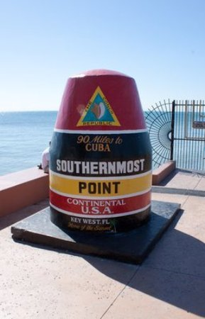 Suite Dreams Inn: Southernmost Point of the United States (10 minute walk)