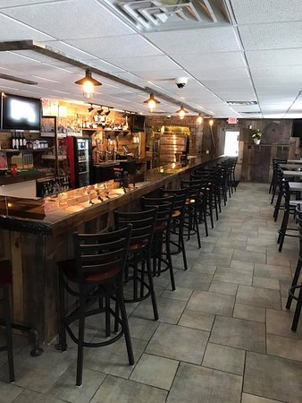 Merrifield, MN: Rustic bar atmosphere