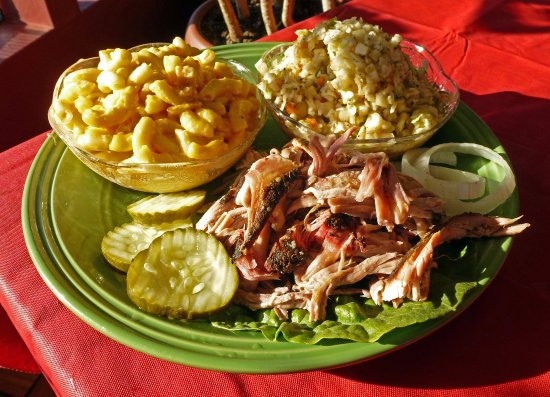 Madisonville, KY: Pulled pork plate, with home-made mac & cheese & slaw