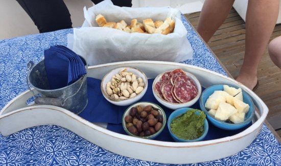 Angelo's Boat Tours: Delicious appetizers on the boat! Amazing pesto!