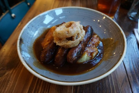 The Dog & Duck : Sausage mash BBQ beef