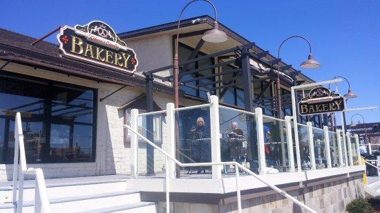 Tehachapi, CA: Soaking in the sun at Kohnen's Country Bakery!