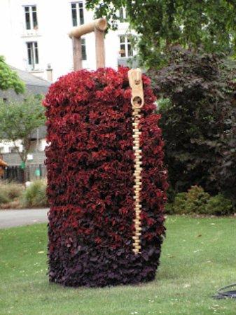prêt à partir en voyage à Nantes? - Photo de Jardin des ...