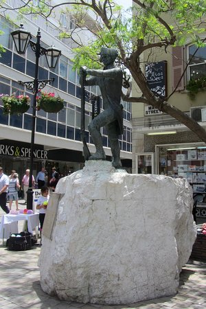 The Gibraltar Museum: Statue at the top of Bomb House Lane