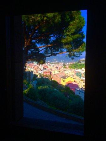Grand Hotel Dei Castelli: Vue depuis l'hôtel sur Sestri Levante