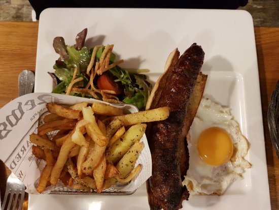 La Penne-sur-Huveaune, France: figatelli oeuf frites