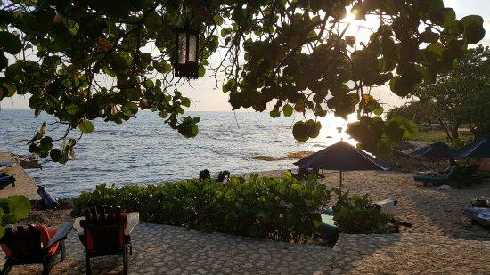 Treasure Beach, Giamaica: View from the poolside bar