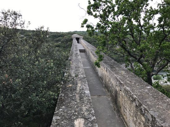 top of the aqueduct..u can't go on it - Picture of Pont du ... Pont Du Gard Top