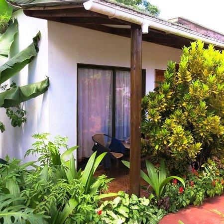 Hotel Orongo: Foto do quarto que eu fiquei e do jardim interno.