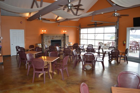 Grafton, IL: Open year round with indoor and outdoor seating