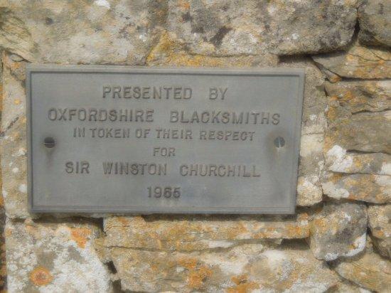 Bladon, UK: plaque honoring Sir Winston
