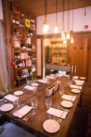 Pittsfield, VT: Tables & Bar