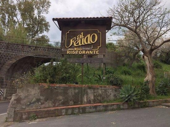 Trappitello, Italia: Insegna esterna decadente