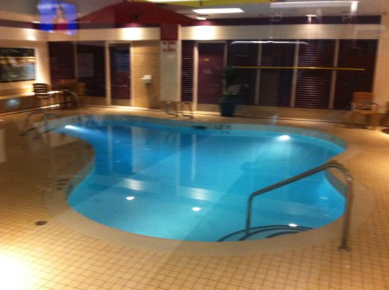 Best Western Plus Port O'Call Hotel: The quiet swimming pool.