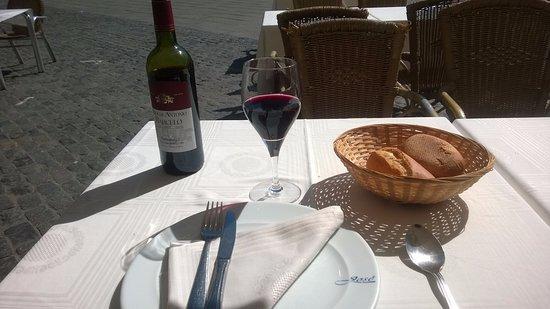 Restaurante Bar José: COMPLIMENTARY WINE AND BREAD