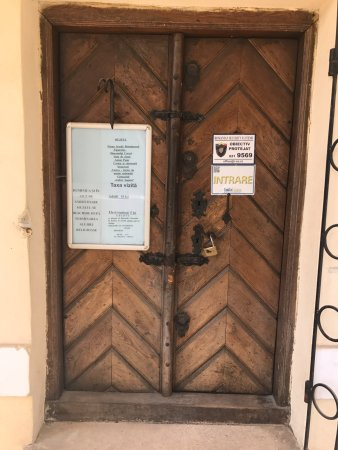 Prima Scoala Romaneasca: door