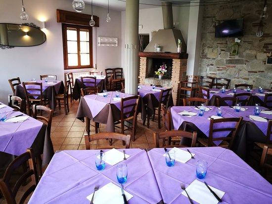 Roccastrada, Italy: La nostra sala, con camino