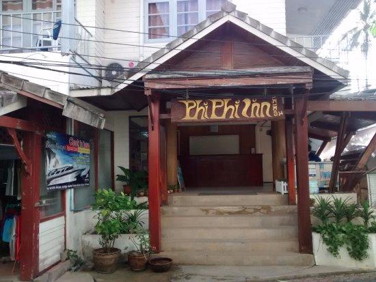 Phi Phi Inn: Entrada