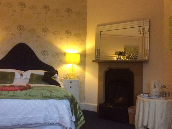 Mellington, UK: Very tired room, carpets bedding etc well worn.