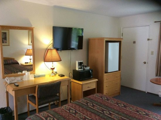 Kitimat, Canada: all rooms come with Fridge, microwave and coffee/tea