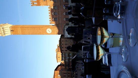 Siena, Italië: 20170416_192350_large.jpg