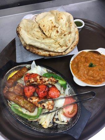 Williamsville, Nowy Jork: Tandoori Dinner and Chicken Tikka Masala with Naan