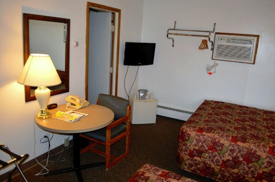 Medford, WI: Room with Double Beds looking towards TV, refrigerator, bath and table.