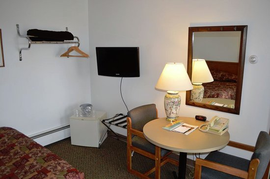 Medford, WI: Room with single double bed, loking towards TV, mini frig, and work table.