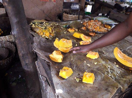 Bamako: vegetable market at the south bank : 20170412_111847_large.jpg