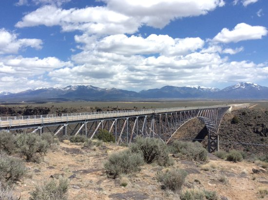 Rio Grande Gorge Bridge: Looking at the bridge from the park area.