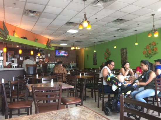 El Toston Criollo: Restaurant interior