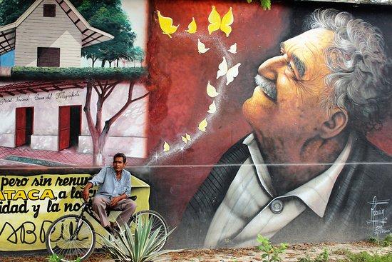 Aracataca, Colombia: il primo murales che si incontra arrivando il pullman
