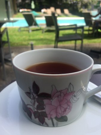 Quintinha São João: Tea by the pool