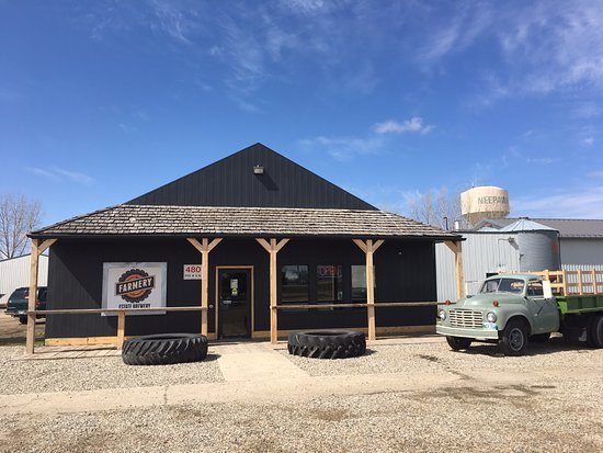Neepawa, Καναδάς: Come in and see our brewery and Gear Store!