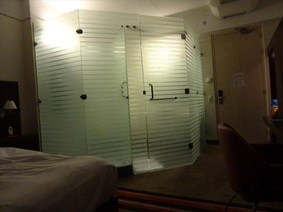 Best Western Plus Grand Winston Hotel: foto scattata durante la notte !!!