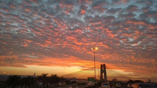 Stato di San Paolo: São Paulo amanhecendo...Visto da marginal Tietê